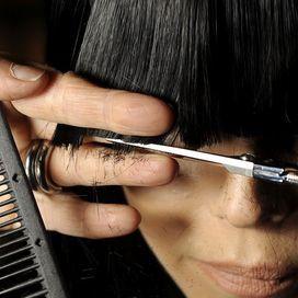 Come tagliare la frangia da sole - Capelli | Donna Moderna