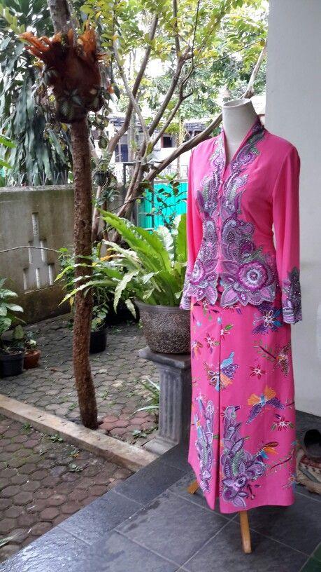 Kebaya#embrodery#batik#beads#cotton#chiffon cerrutti#print#interline#chairani toscalini#custom#win#shockingpink