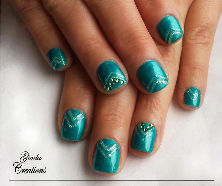 smalto semipermanente ,color smeraldo !
