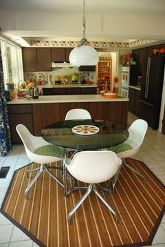 Orange and brown seventies kitchen. A-ma-zing.