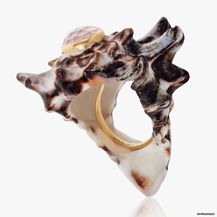Кольцо из раковины моллюска с вермеем и розовым кварцем от Shagreen & Tortoise