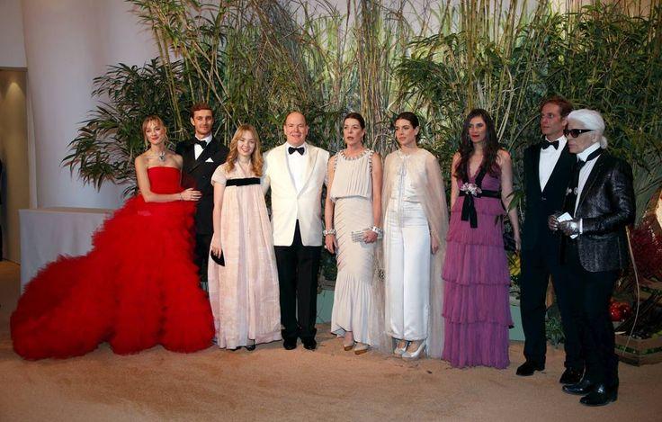 Pierre Casiraghi, figlio della principessa Carolina di Monaco con la moglie Beatrice al Ballo della Rosa di Monaco che va in scena da 62 edizioni (Reuters)
