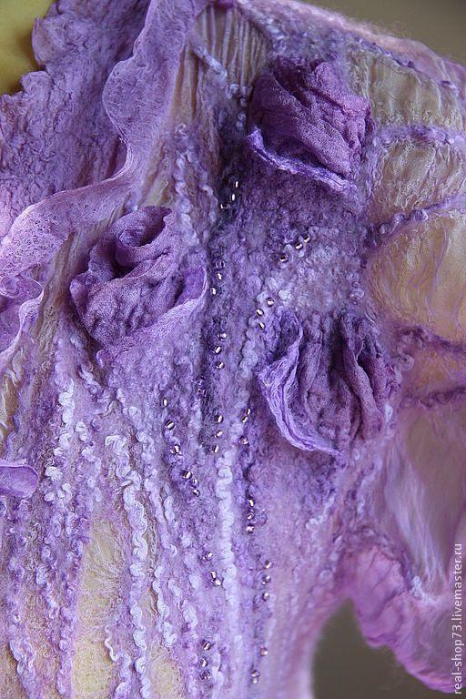 Купить или заказать Авторская блузка-бохо Сиреневые розы в интернет магазине на Ярмарке Мастеров. С доставкой по России и СНГ. Материалы: 100% мериносовая шерсть, 100% шёлк,…. Размер: по меркам заказчика