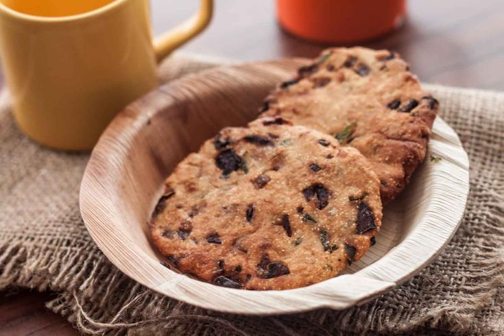 Maddur Vada Recipe is a very popular savory fritter originated from a town called Maddur in the Mandya district of Karnataka. It is made usually from semolina rice flour and Maida flour and is flavored and spiced with some curry leaves onions and green chilies. The dough is the pat on the hand and deep fried.  The Maddur is found to be very famous because the town maddur lies between Bangalore and Mysore. So therefore people travelling to Mysore relish these vada as a snack in the train or…