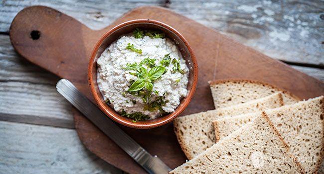 Il formaggio vegan spalmabile alle erbe