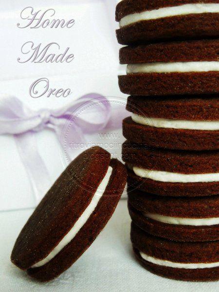 Biscotti Oreo fatti in casa | Homemade Oreo (1 biscotto: circa 120 cal. Con modifiche forse riesco a scendere a 70 circa)