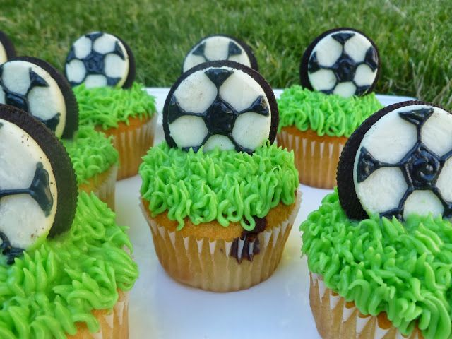 Team soccer party cupcakes - use half an oreo with black gel to create the soccer ball