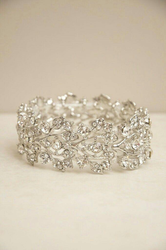 Delicadeza define a este anillo de brillantes.