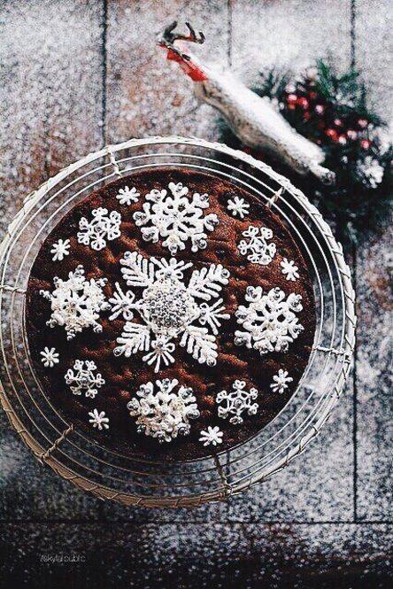 混ぜる・塗る・絞るだけ♡シンプル工程で簡単なクリスマスケーキレシピ - Locari(ロカリ)