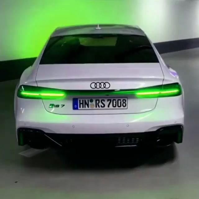 Wonderful Audi RS7 with inexperienced lights😮