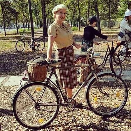 #TweedDay #tweedskirt #vintagefashion #vintage #tweed #1920s #1930s #1940s #historical #bycicle #tweedrun #berlin #charlottenburg