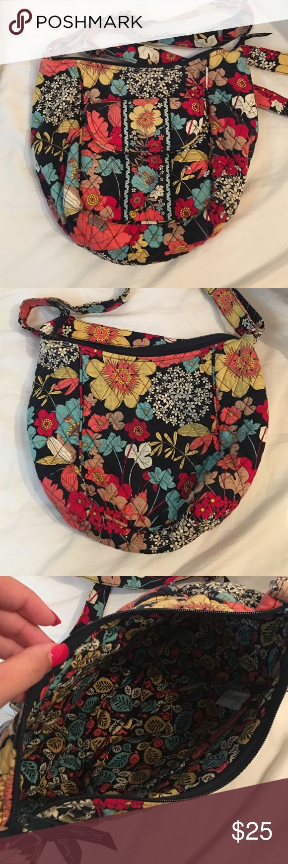 Vera Bradley Crossbody Vera Bradley Crossbody great condition and pattern Vera Bradley Bags Crossbody Bags