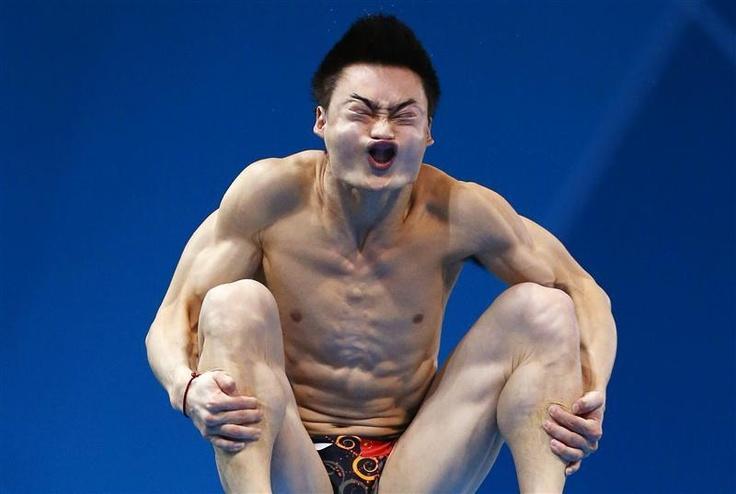 Le Chinois Qin Kai lors de l'épreuve de qualification au plongeon de 3 mètres
