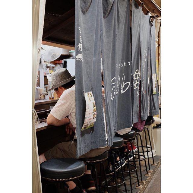 Instagram【takeshi00555】さんの写真をピンしています。 《#街撮り#街歩き#スナップ #街角スナップ #夜景 #神戸#三宮  #streetview#nightshot  #kobe #sannomiya  #fujifilm_xseries #xt1 #xf35mm》