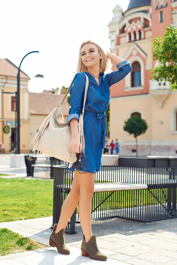 Comanda online, Rochie casual Top Secret albastra cu decolteu. Articole masurate, calitate garantata!