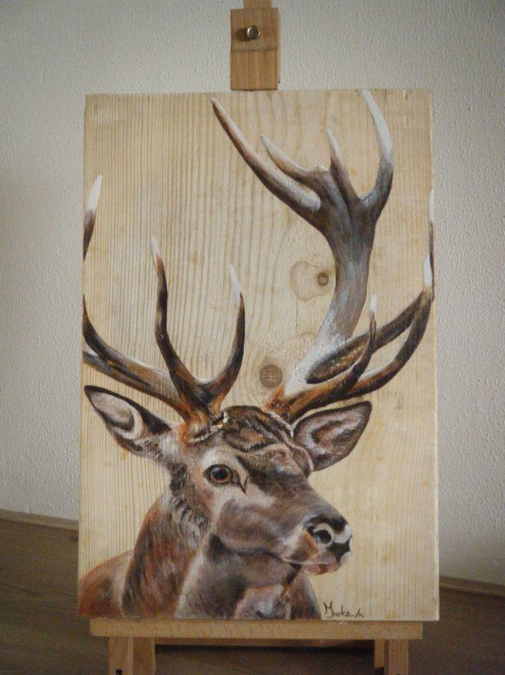 Edelhert geschilderd in opdracht op een kaasplank. Ineke Nolles.