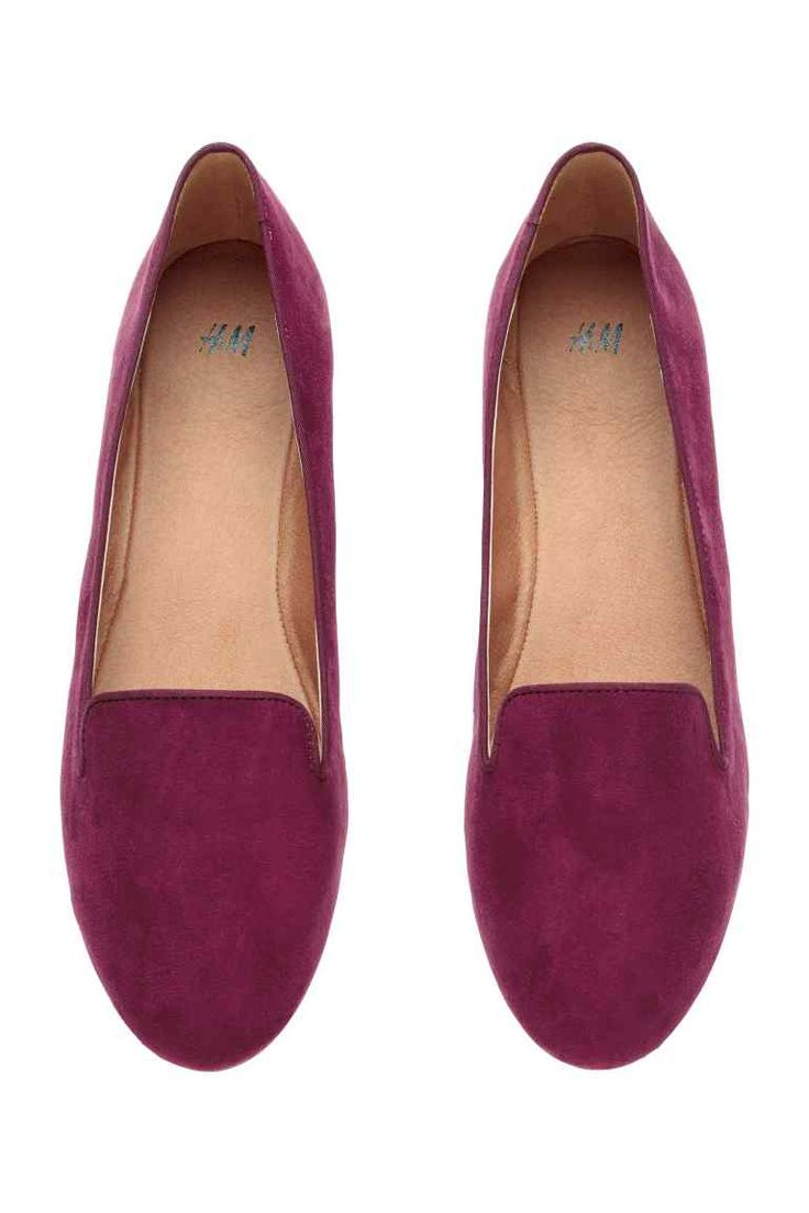 Loafers: Loafers with imitation leather linings and insoles and rubber soles.