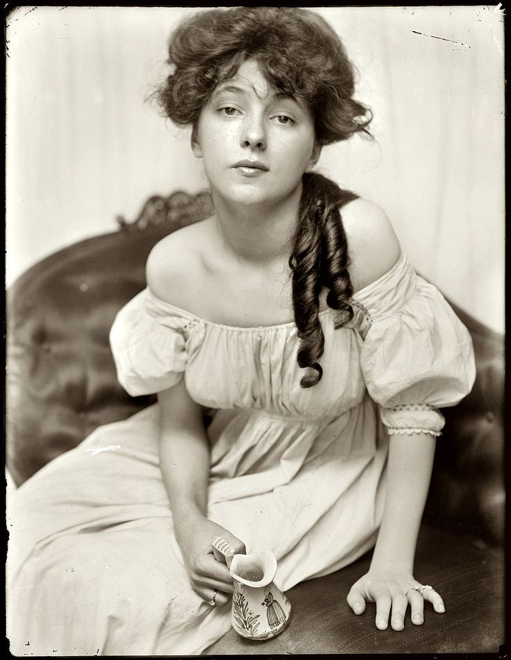 """New York circa 1901. """"Evelyn Nesbit, age 16, brought to the studio by Stanford White."""" A chorus girl turned artists' model, Evelyn Nesbit was at the center of a huge scandal in 1906 when her husband killed her former lover, the architect Stanford White. 8x10 glass negative by Gertrude Käsebier."""