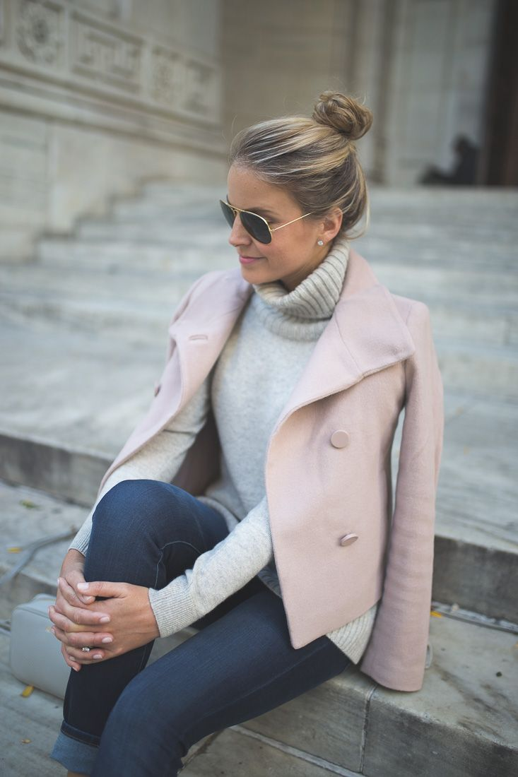 Turtleneck ✔️. Light jacket ✔️. Cooler temps: TBD. Our partner @styledsnapshots is ready.