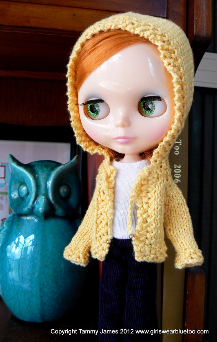 I love that this Blythe doll hoodie actually has a hood that fits her delightfully over sided head. Too cute.
