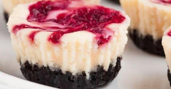 bouchées de gâteau au fromage blanc ,chocolat et framboise