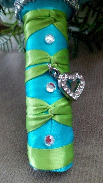 Heart charm on green over blue bouquet handle