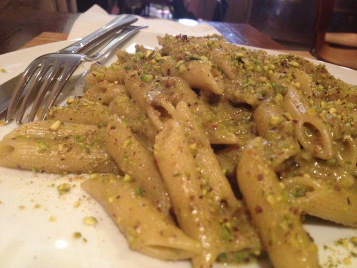 #Pennette al #pistacchio di #Bronte (quello vero!) mangiate a #pranzo. Impossibile spiegare il sapore... senza parole :-)  #ricetta #ricette #pasta #catania #instagram #ingredienti #love #food #photooftheday #pictureoftheday #sicilia #instapic #instagood #instafood #me #italia #italy #sicily