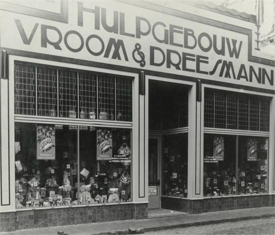 De Vroom en Dreesmann op de hoek Karrestraat-Nieuwstraat rond 1923.