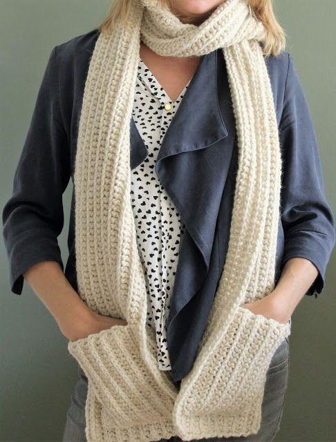 Ik ben een echte koukleum! In de winter wil ik dan ook een hele grote en warme sjaal. Ik maakte daarom twee dikke sjaals bij de wintermutse...