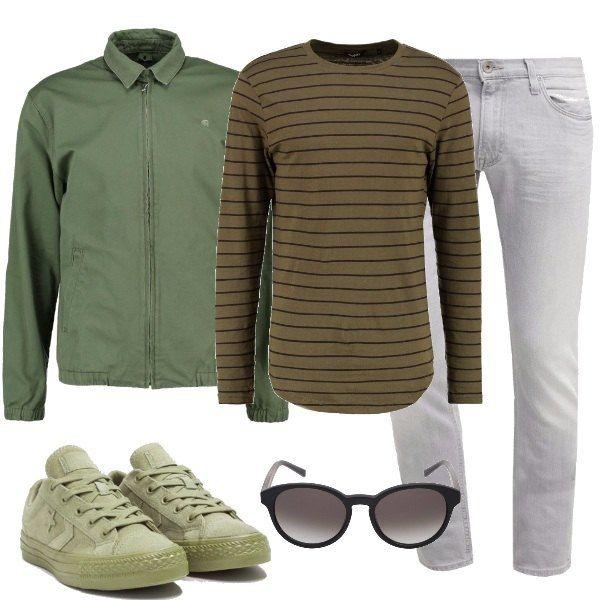 A dei jeans grigio chiaro abbiniamo la maglia a righe , il giubbotto leggero col colletto, le sneakers di tela color oliva e gli occhiali da sole un po' rotondi.