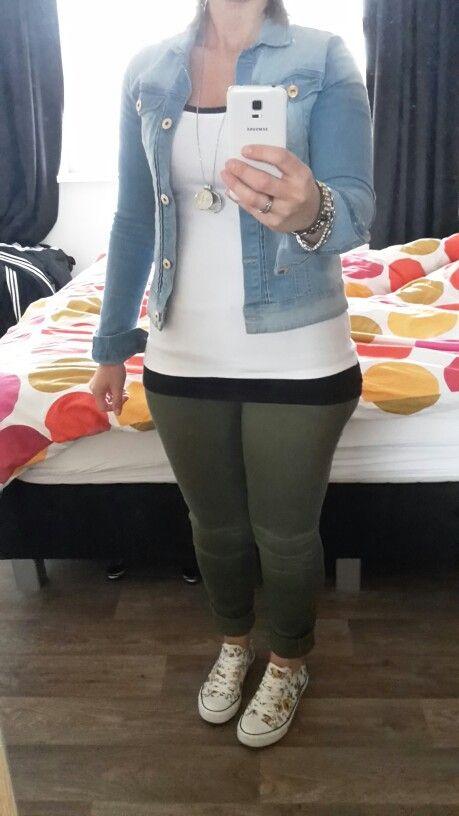 Spijkerjasje met legergroene broek!
