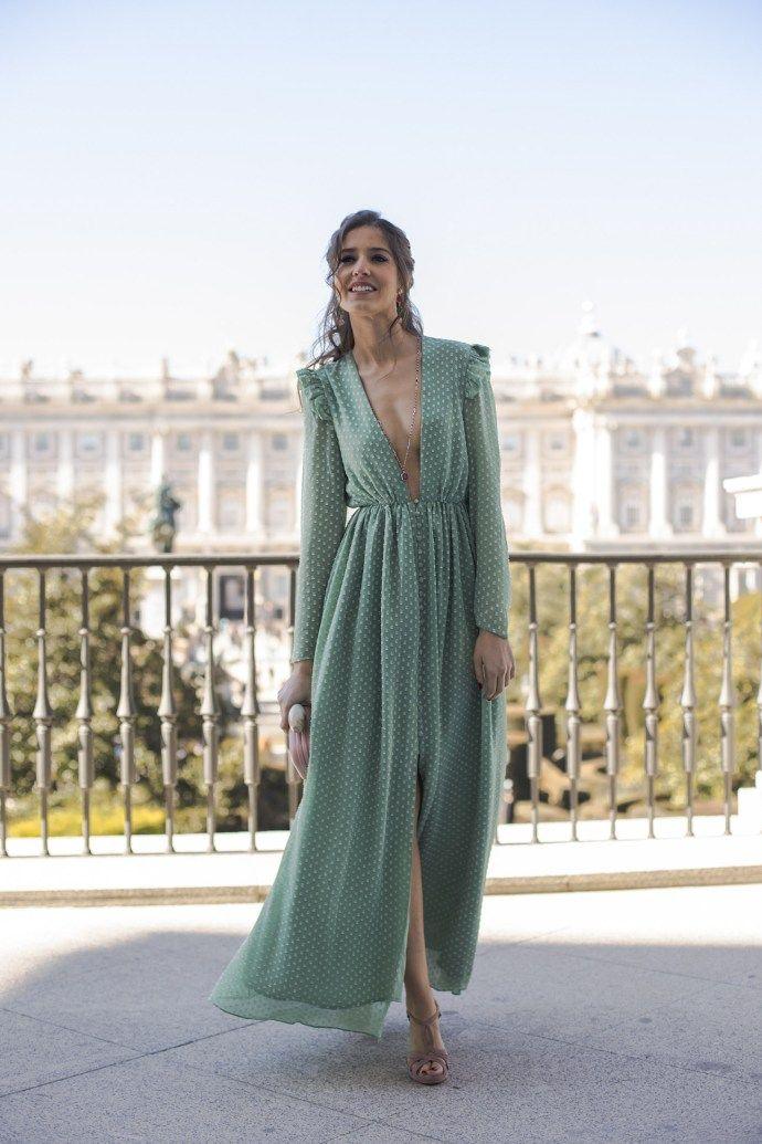 397ba56d3 Look invitada perfecta boda noche vestido largo plumeti peinado lazo ...