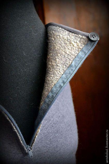 Купить или заказать Блуза и юбка ' тихая гавань' в интернет-магазине на Ярмарке Мастеров. Комплект валяный. Из тоненькой мериносовой шерсти, с внутренней стороны покрыт волокном вискозы что делает его мягким и эластичным. Свободный крой блузы позволяет использовать её также в качестве жилета. Рисунок нанесен волокнами шерсти в технике шерстяной акварели. Юбка прямая, немного расширена к низу. Длина примерно до середины колена. Декорирована шелковыми волокнами, расшита речным жемчугом....