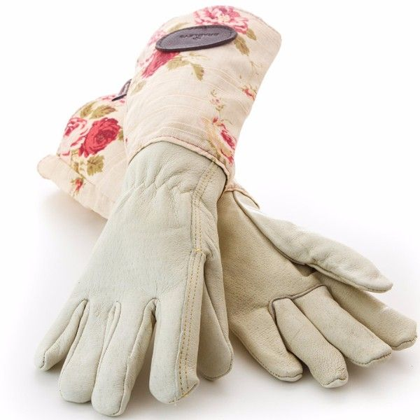 Feminine gauntlet style gardening gloves, giving added protection against thorns and irritants.  Made in the heart of the UK - also available in green or blue linen.