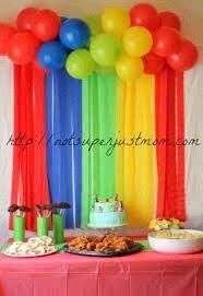 ms y ms crea coloridas cortinas de papel para una fiesta