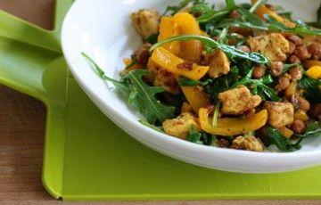 Insalata di pollo e peperone al curry