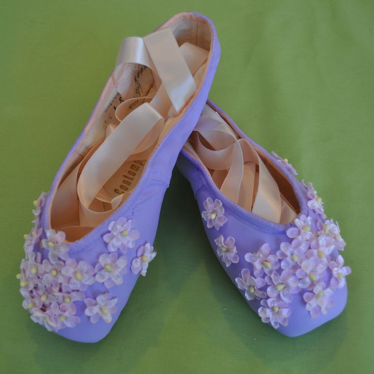 Decorated flower pointe shoes