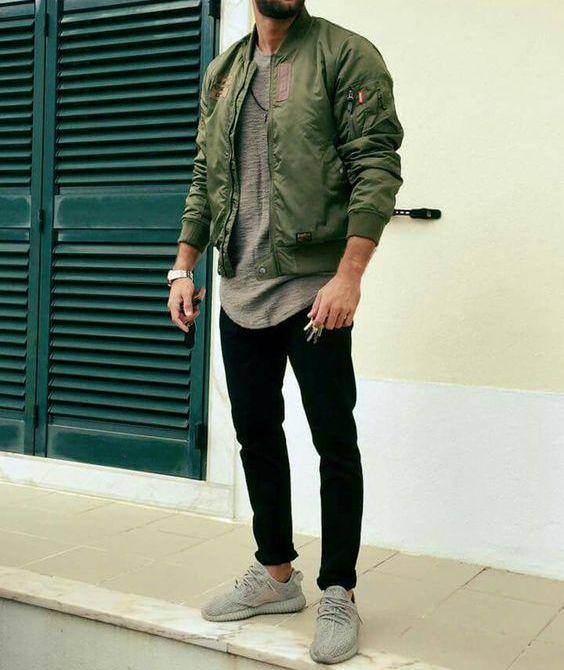 Jaqueta Verde Militar. Macho Moda - Blog de Moda Masculina: Jaqueta Verde Militar Masculina: Pra Inspirar e Onde Encontrar. Moda Masculina, Roupa de Homem, Inverno Masculino 2017, Jaqueta masculina. Jaqueta Bomber Verde Militar Masculina, Calça Skinny preta, Adidas Yeezy Boost 350