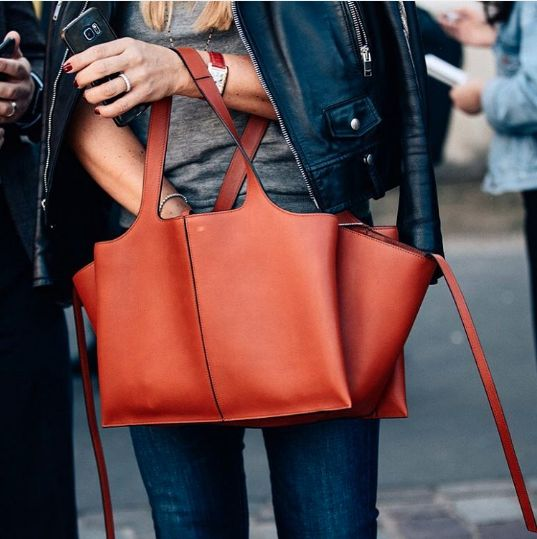 536e9b70acf7 Céline TRI-FOLD SHOULDER BAG
