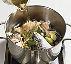 Самый вкусный рыбный бульон получается из следующих рыб: осетровые породы, судак, сом, морской окунь, зубатка, путассу, макрель, нототения.