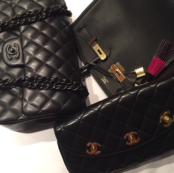 Many times, we find ourselves reaching for black handbags over any other color..but why? PurseBop investigates why black is the most popular handbag color!