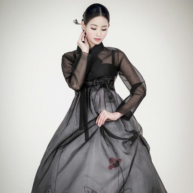 Not gonna lie, I kinda want my own hanbok that looks like this