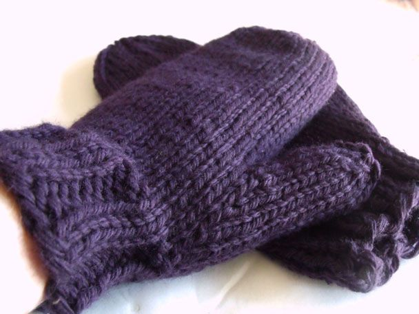 Free Chunky Mitten Pattern. If we start now, we can have lots made for Christmas!