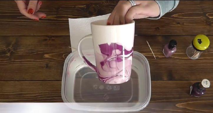 (TIPP) DIY-Idee: eine Tasse innerhalb weniger Sekunden mit einem Marmormuster versehen