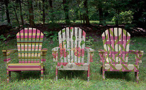 From Two Women and a whole facebook page...great idea to paint outdoor chairs!