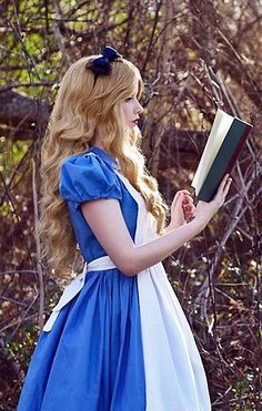 DIY Alice in Wonderland Halloween Costume Idea