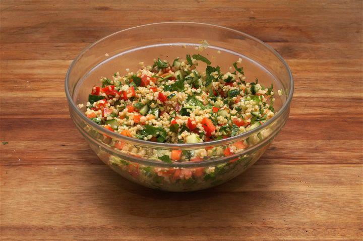 Tabbouleh, oftewel bulgursalade, is een gezonde alternatief voor pasta, rijst of…
