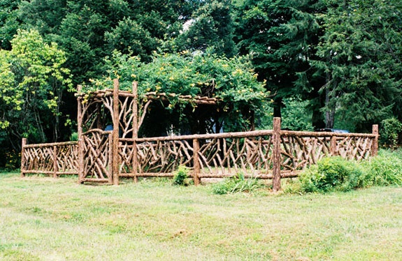 stick, twig garden fence: Gardens Arbors, Gardens Ideas, Branches Fence, Gardens Fence, Outdoor Ideas, Rustic Gardens, Gardens Projects, Rustic Fence, Outdoor Rustic