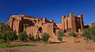 Ksar di Ait Ben Haddou è un esempio lampante di architettura del Marocco meridionale. Il Ksar è un gruppo essenzialmente collettiva delle abitazioni. All'interno delle mura difensive rinforzate da torri angolari e trafitto da un case cancello deflettore raggruppano - Alcune modeste... http://www.kasbah-ait-ben-haddou.com/it/
