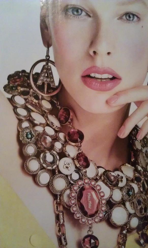 Halsband av knappar